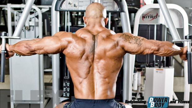 Reverse-Pec-Deck. Тренировка дельтовидных мышц