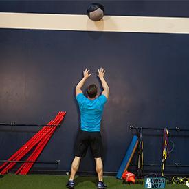 Броски набивного мяча в цель. Wall Ball