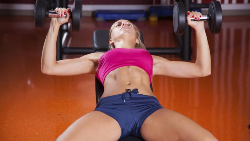 Женщины и поднятие тяжестей: почему нужно делать силовые тренировки